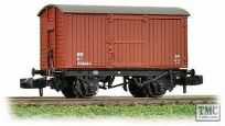 Graham Farish 377-975 12 Ton Eastern Ventilated Van Planked Ends in LNER Oxide